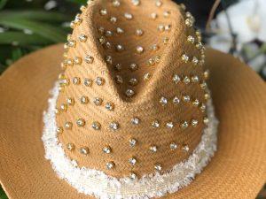 Chapéu de Palha Bordado em Cristais
