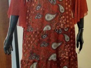 Vestido Lola com Estampa Mix Floral e Cashmere